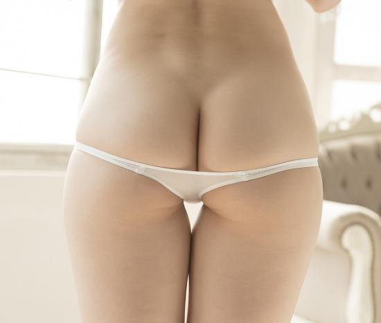 Asian watching blonde panties