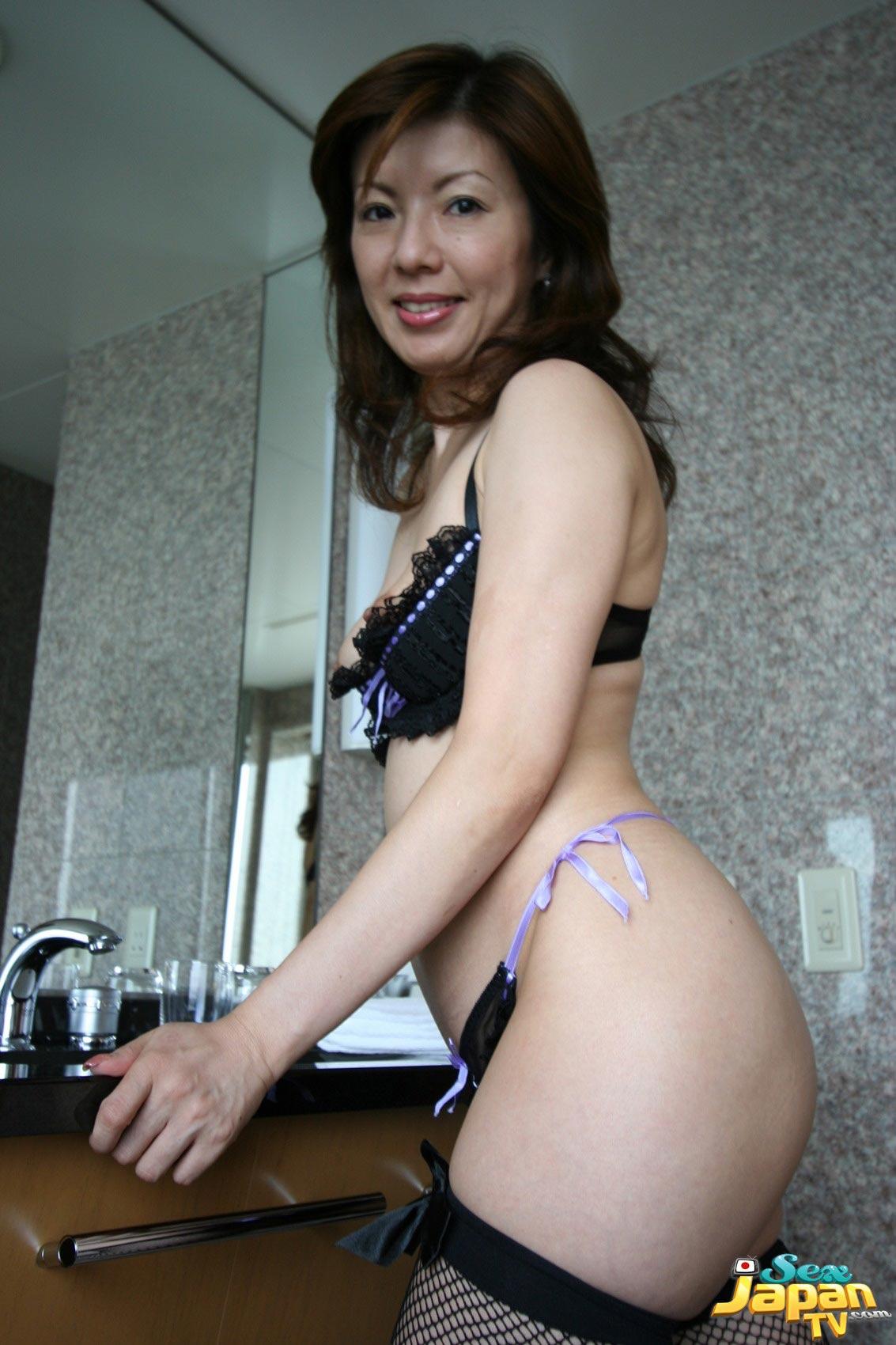 xxx tube 3gp Hitomi tanaka public japan
