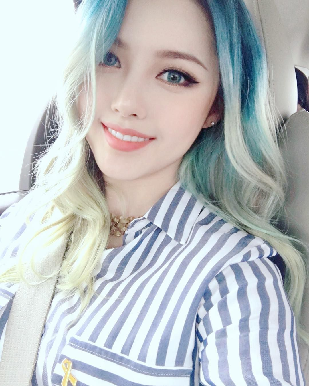 hair Korean girl with blue