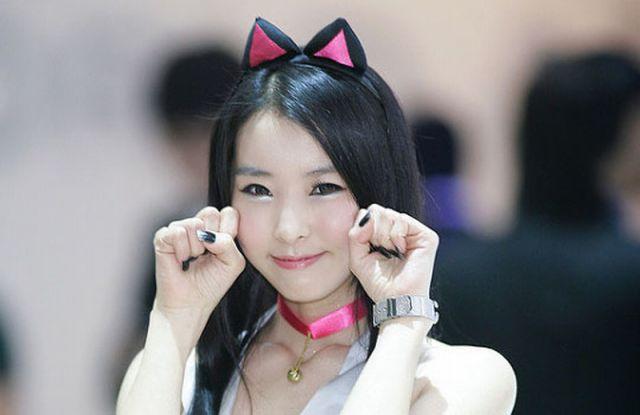 girl poses Korean photo