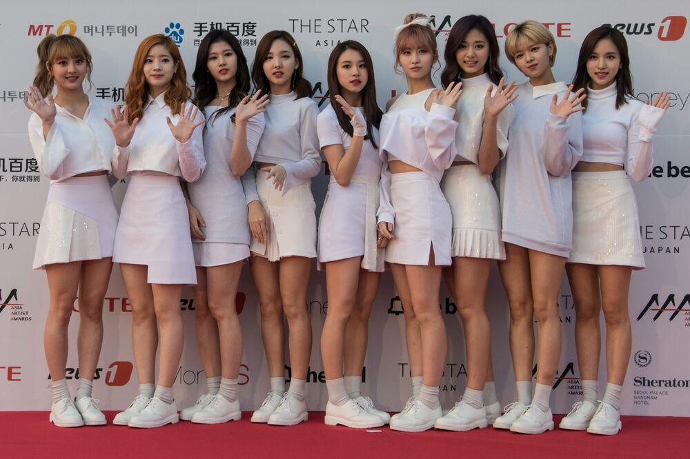 Teen mini skirt pics